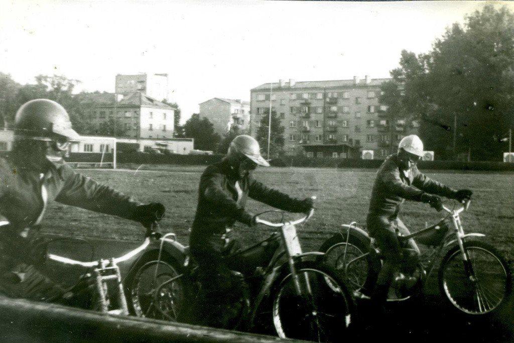 """Стадион """"Локомотив"""", слева направо: Игорь Ляпах, Сергей Дану, Валерий Харитонов. 1980-е годы, автор неизвестен."""