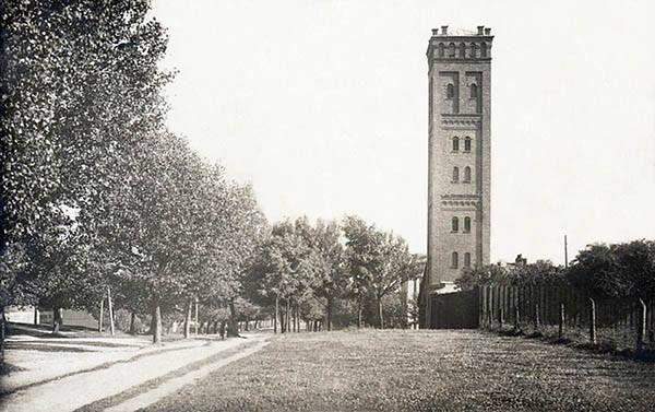 Исторический вид башни дроболитейного завода в Даугавпилсе. Фото 1910-х годов.