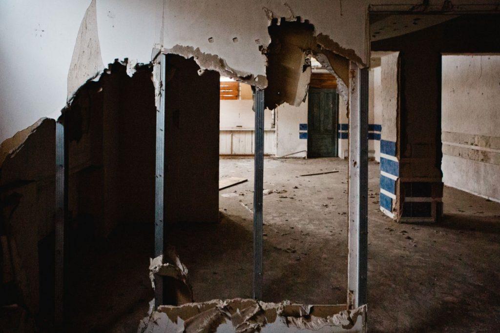 Заброшенное здание на Инжениеру, 3 в Даугавпилсе. Март, 2019 года. Фото: Сергей Соколов