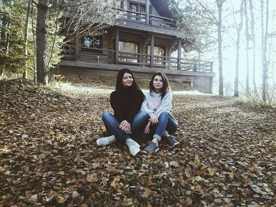 Людмила Фёдорова с младшей дочерью Викторией в Аматциемсе