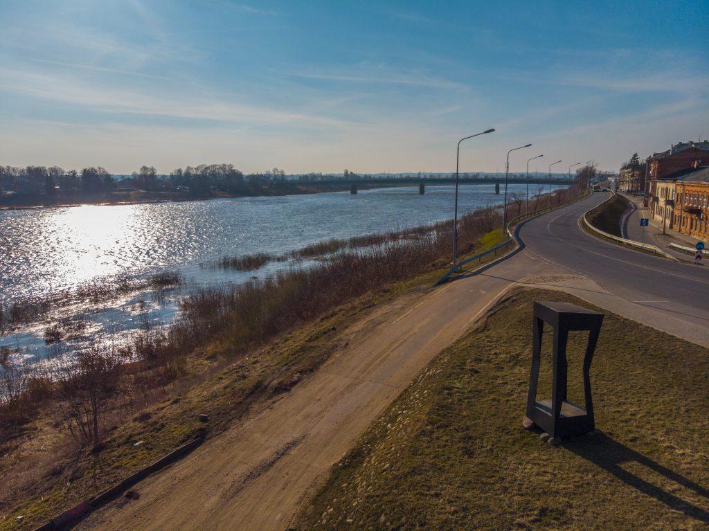 """Памятный знак """"Посвящение Ротко"""" на берегу Даугавы"""
