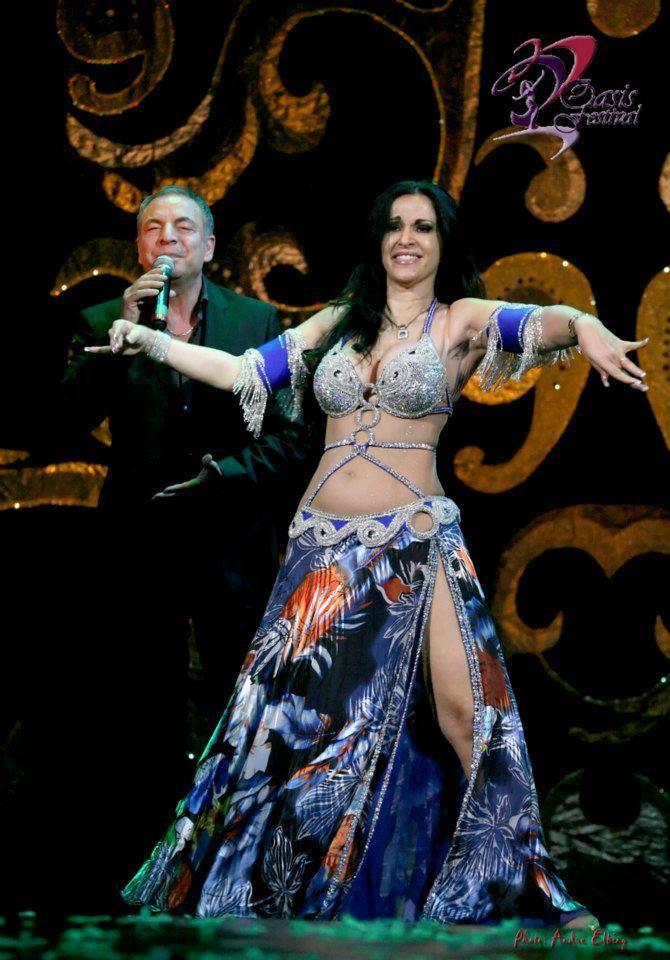 Исполнительница восточных танцев Сандра и Микаэль