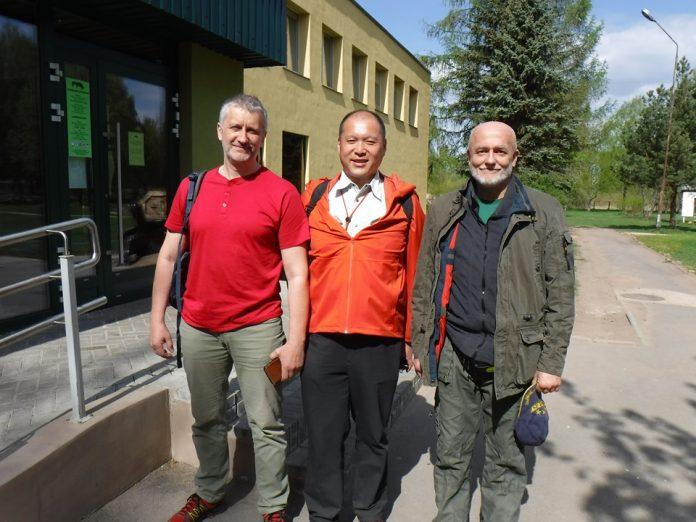 Валерий Вахрушев, Коджи Онода - экотурист из Японии и Михаил Пупиньш.