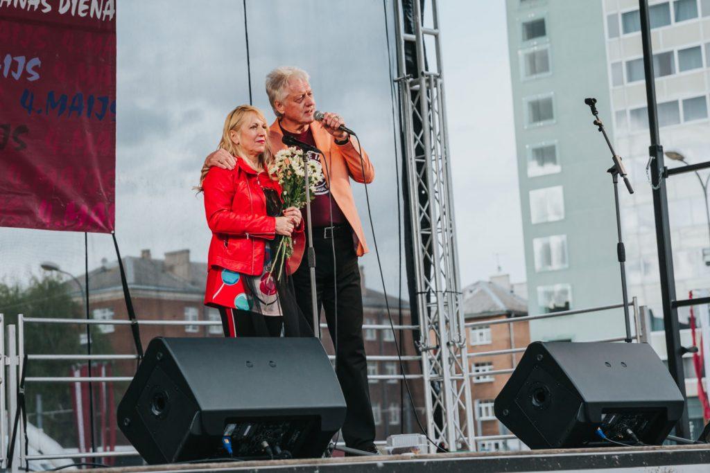 """Концерт группы """"Эолика"""" в Даугавпилсе. 4 мая 2019 года. Ольга Раецка и Виктор Земгалс."""