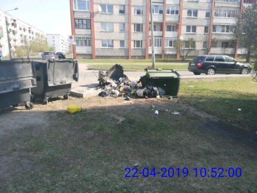 Сожжённый мусорный контейнер на ул. Тарту, 13