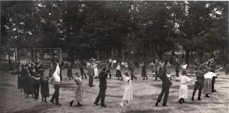 Танцы в парке Дубровина. 1923 год. Фото: Ретро Даугавпилс - Латвия