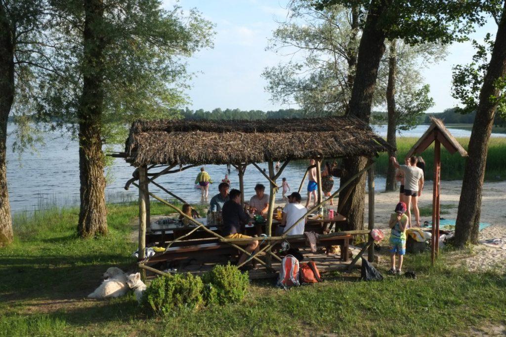 Кафе «Жувиенес пашюре на озере Рубикяй в Аникщяе