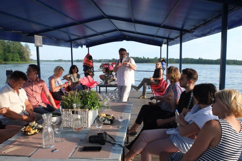 Дегустация аникщяйских вин на озере Рубикяй