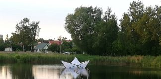 Кораблик на озере Губище