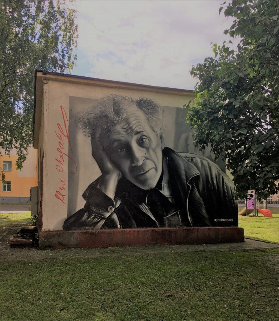 Граффити с портретом Марка Шагала на улице Суворова в Витебске