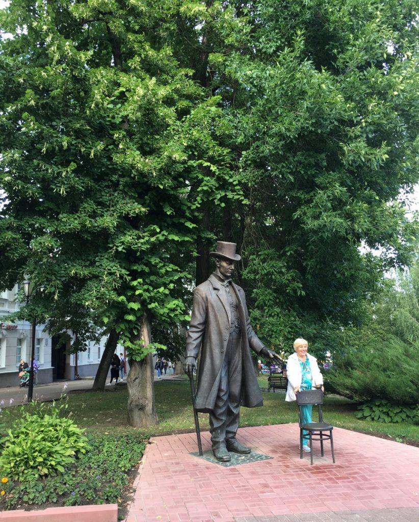 Памятник витебскому великану Федору Махнову