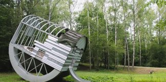 Пьющая структура в форме почки в Парке Европы