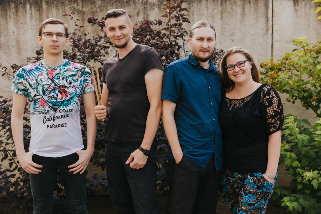 Слева направо: Паша, Донат, Паша (муж Юли) и Юля. Даугавпилсская группа Down to Heaven