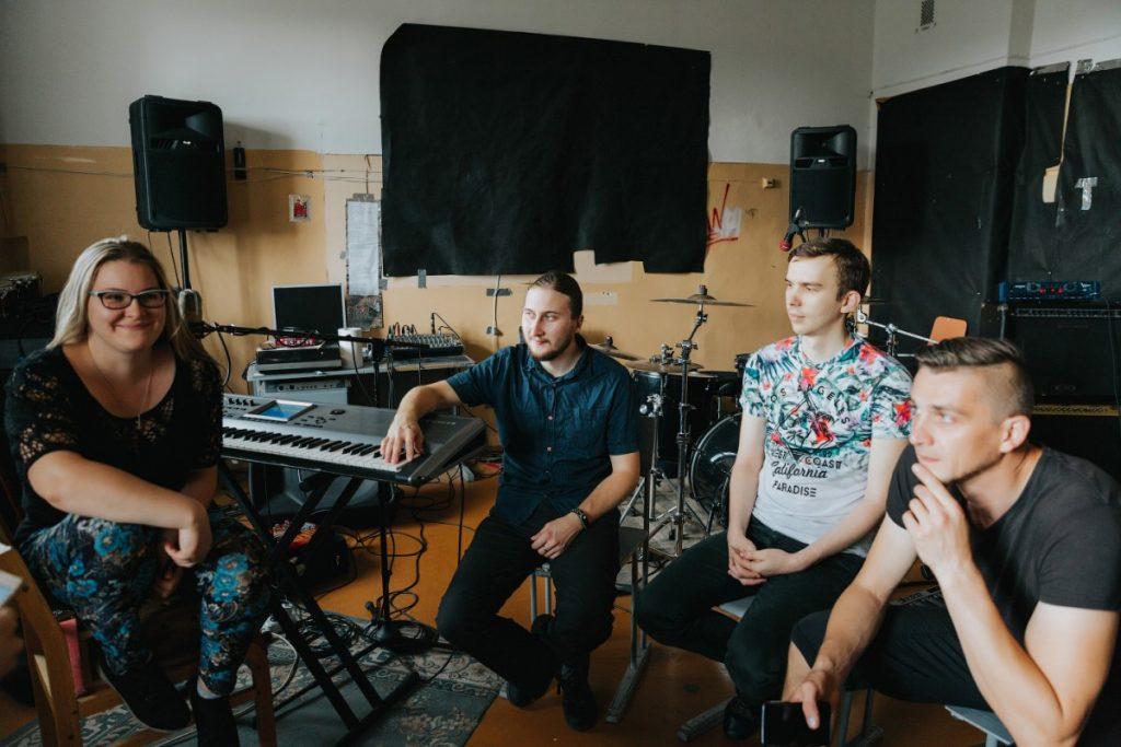 Даугавпилсская группа Down to Heaven во время интервью