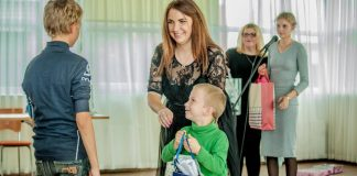 "Виктория Споране вручает подарки от ""Фонда Доверия"""