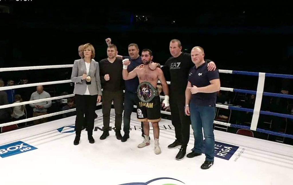 Ваграм с поясом WBC, 2018 год. Иосиф Ковчи - второй справа