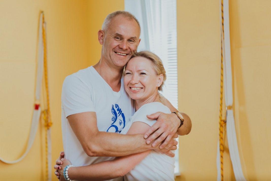 Людмила и Евгений Николаевы, школа йоги
