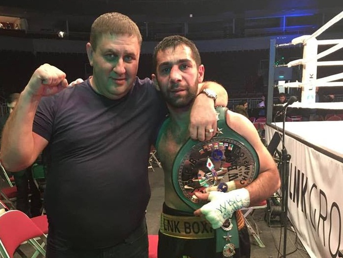 Ваграм Варданян с тренером Иосифом Ковчи и поясом WBC, 2018