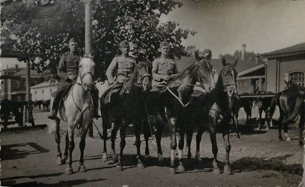 1920-1930 годы. Конная часть Латвийской Армии. Даугавпилс, предположительно Центр города или район Артбазы