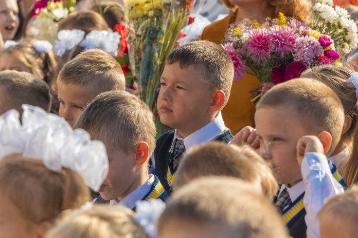 Первоклассник Платон Курганский. Фото: Евгений Ратков