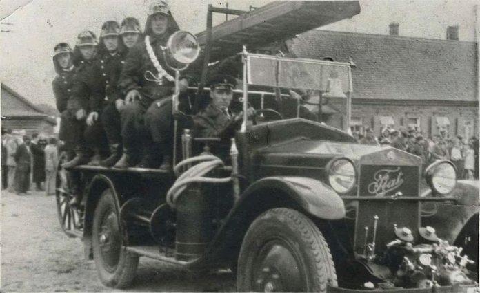 Даугавпилс. Пожарный экипаж. Точная дата неизвестна, предположительно 1930-ые годы