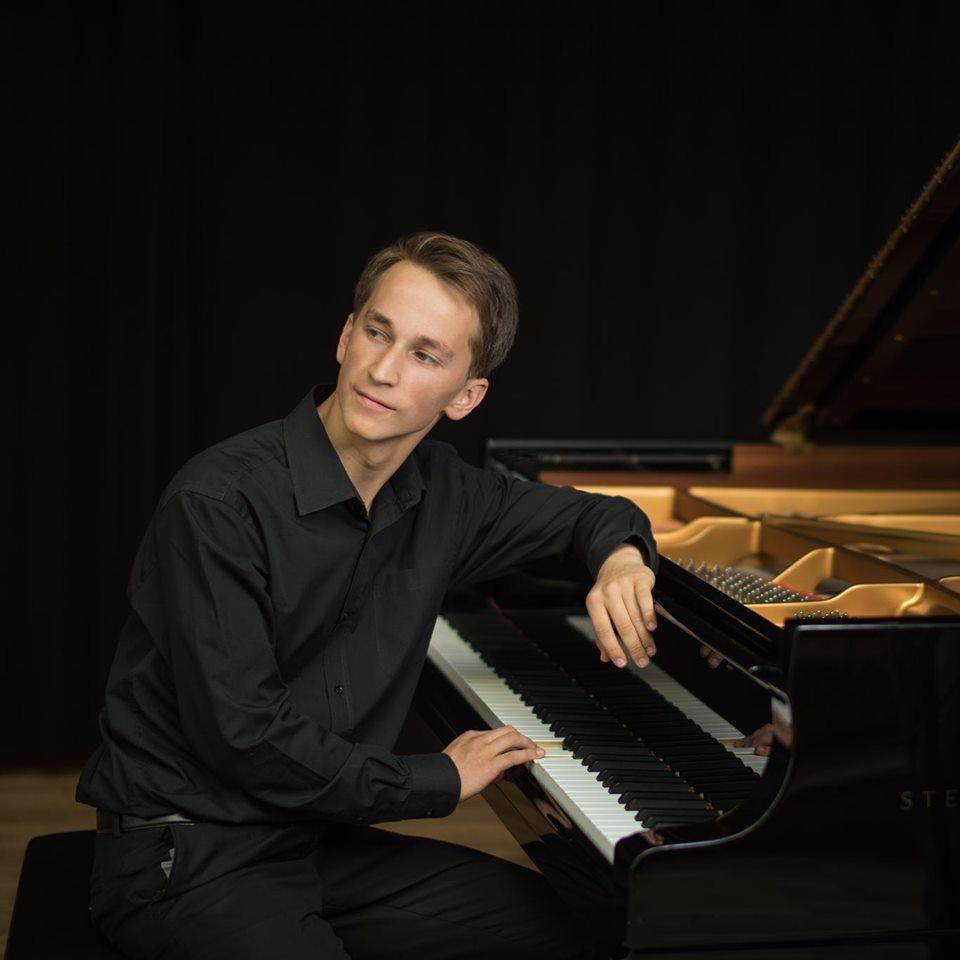 Даумантс Лиепиньш. Фото: Daumants Liepiņš - Pianists