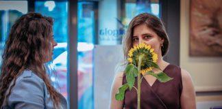 София Шабуневич на открытии своей первой персональной выставки в Даугавпилсе. Фото: Зайга Петтере