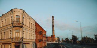 Даугавпилс. Слева - начао ул.Райня, впереди Теплосети. Сентябрь, 2019 года. Фото: Настя Гавриленко