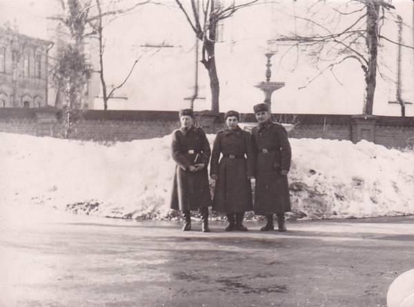 Курсанты на фоне парка Андрея Пумпура в Даугавпилсе. 1957 год. Фото: Ретро Даугавпилс - Латвия