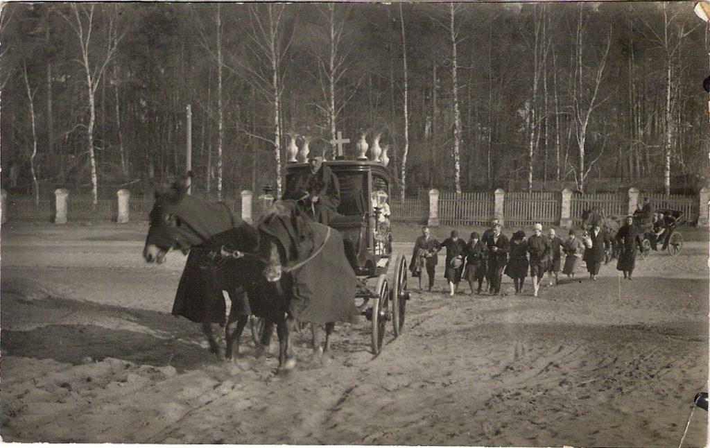 1930-е годы. Похоронная процессия. Фото: Ретро Даугавпилс - Латвия