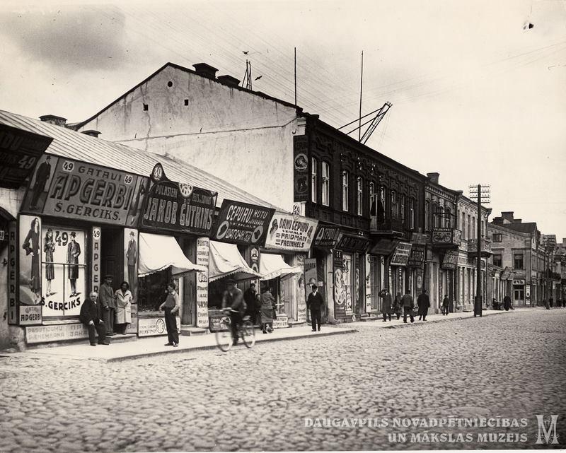 1934 год. Улица Ригас. Торговые ряды. Фото: Ретро Даугавпилс - Латвия