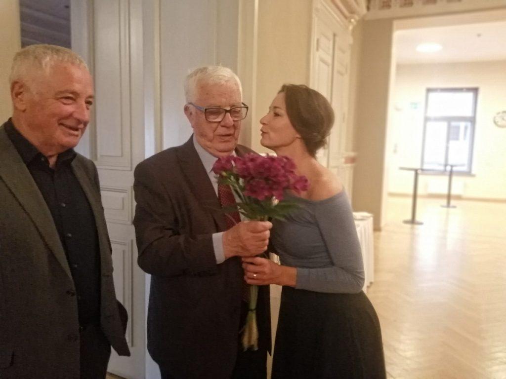 Мария Наумова и Раймонд Паулс на презентации сборника стихов Яниса Петерса. Рига, 2 октября 2019 года. Фото: Андрей Шаврей