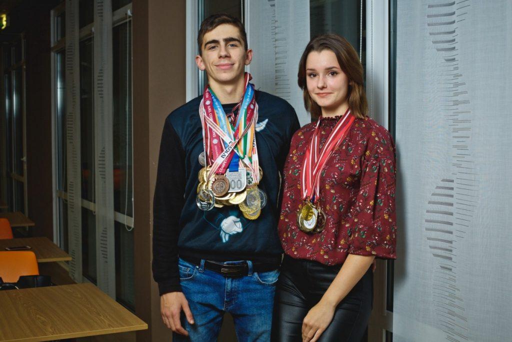 Даугавпилсские гиревики Максим Шкабров и Кристине Панкова. Фото: Сергей Соколов