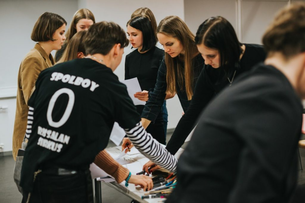 Мастер-класс Байбы Ладиги-Кобаяши в Саулес школе в Даугавпилсе. Фото: Ирина Маскаленко