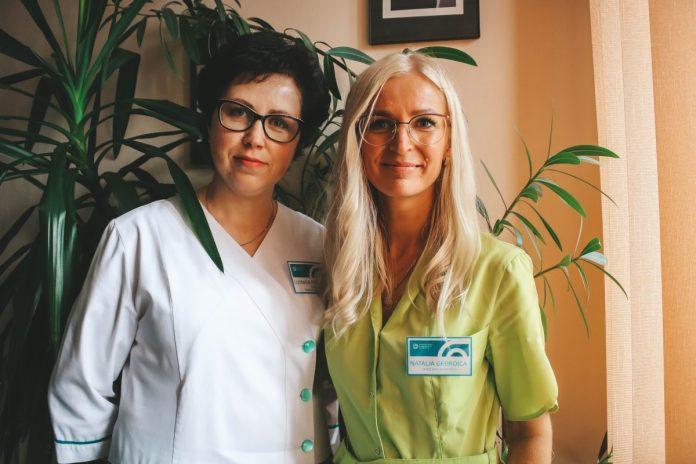 Людмила Потапова и Наталья Гедройц, сотрудницы Даугавпилсского отделения заготовки крови. Фото: Настя Гавриленко