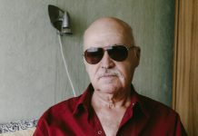 Слепой массажист Игорь Федосов. Даугавпилс, ноябрь, 2019 года. Фото: Евгений Ратков