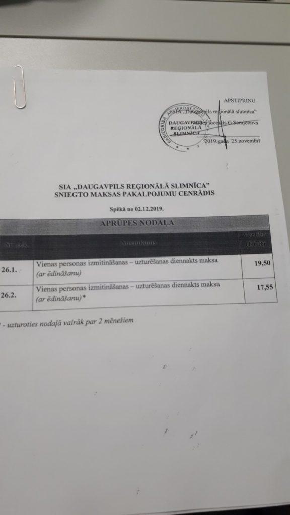Цены на услуги Отделения по уходу в Даугавпилсской региональной больнице. Фото: Инна Плавока