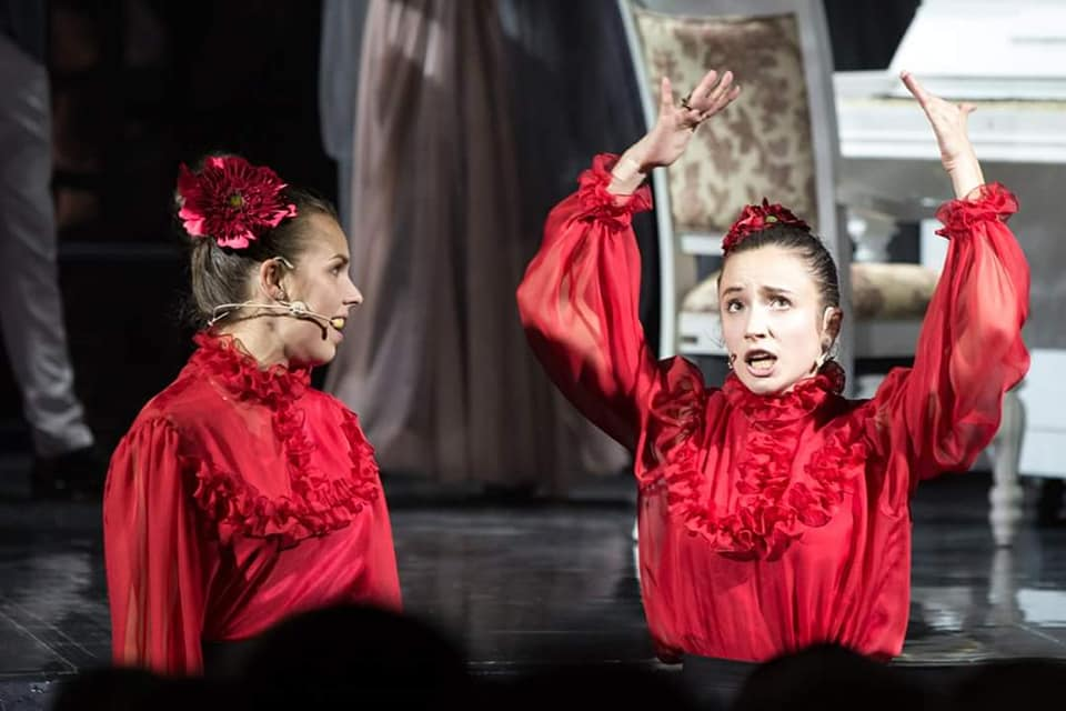 """Алиса Мэй и Лидия Бреска в мюзикле """"Джейн Эйр"""". Фото из личного архива Алисы"""