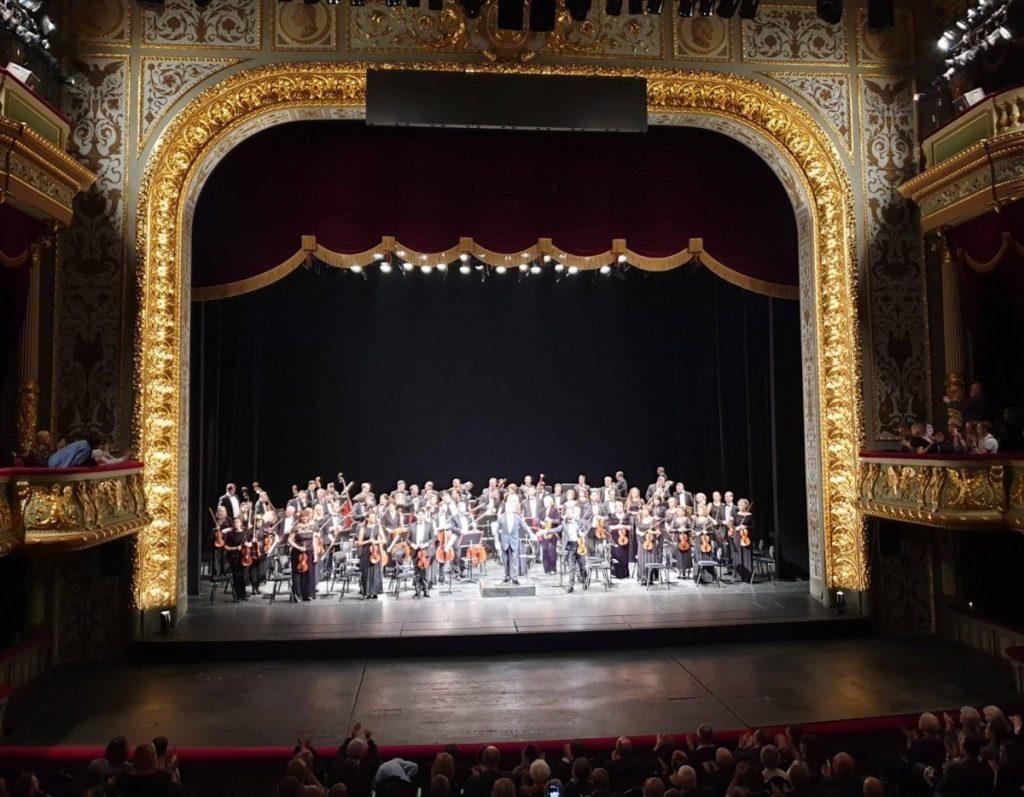 Национальный филармонический оркестр России под управлением Владимира Спивакова после концерта в Риге. 2 декабря 2019 года. Фото: Борис Донников