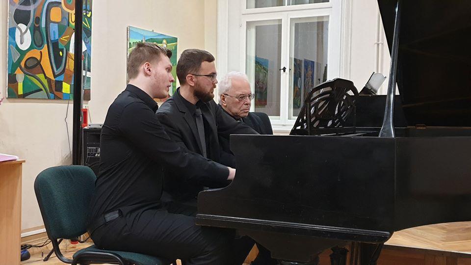 Элгар Муранс, Глеб беляев и Раффи Хараджанян. Фото из личного архива Глеба Беляева
