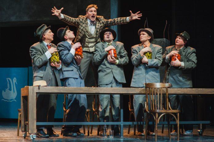 Спектакль «Ревизор» Национального академического театра имени Янки Купалы (Минск). Пресс-фото