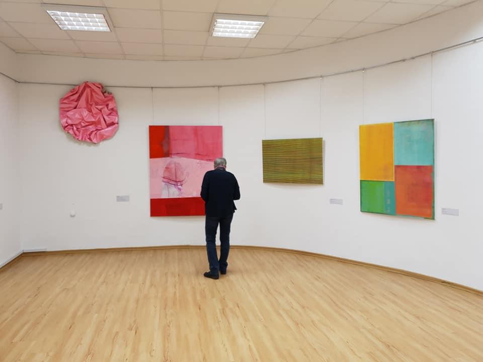 Выставка работ участников 15 Международного симпозиума «Mark Rothko 2019» в Рижской центральной библиотеке. Фото: Андрей Шаврей