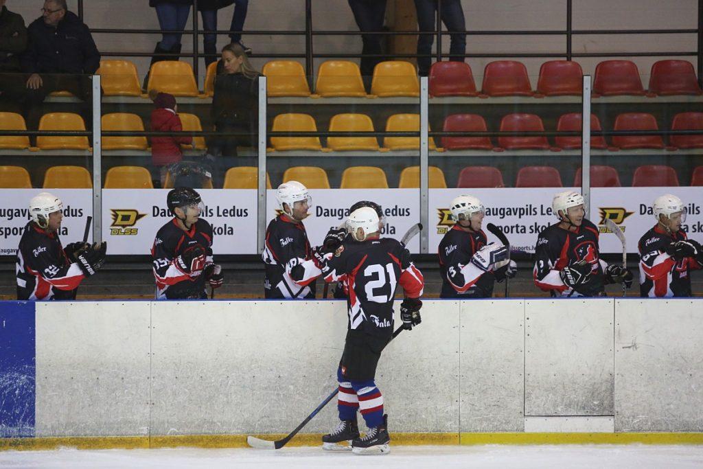 Лига 45+ чемпионата Даугавпилса по хоккею. Фото: Сергей Кузнецов
