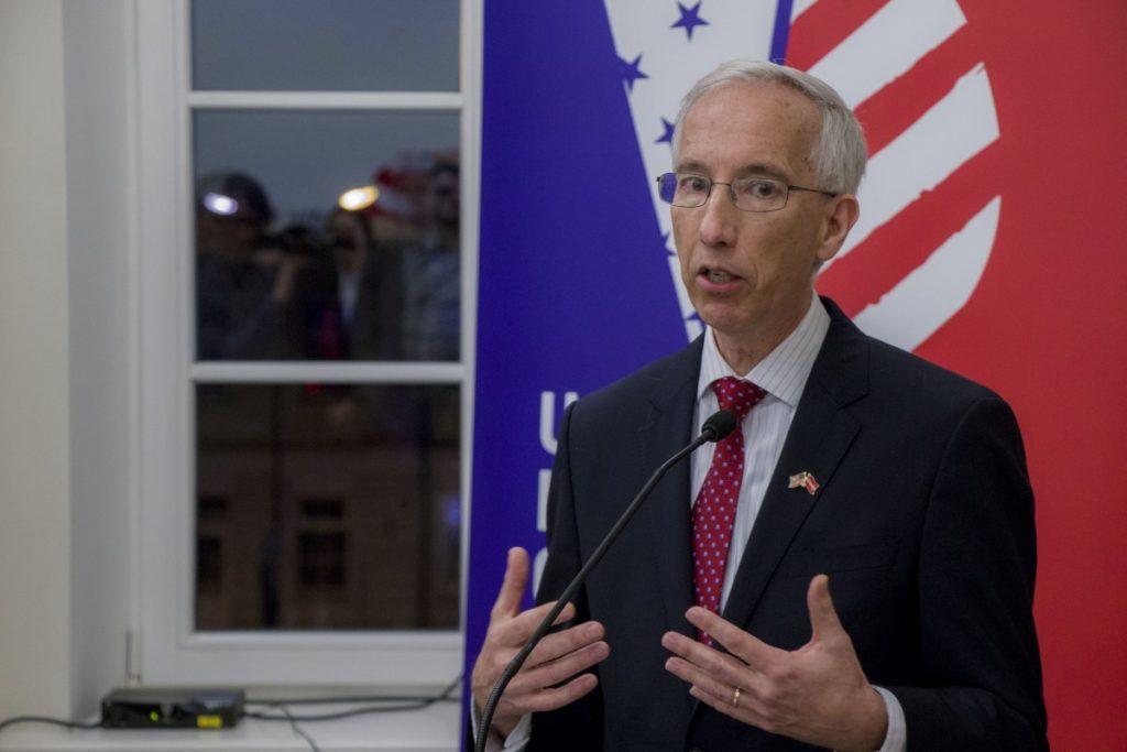 Посол США в Латвии Джон Лесли Карвайл на открытии нового помещения информационного центра США в Даугавпилсе. 22 января 2020 года. Фото: Евгений Ратков