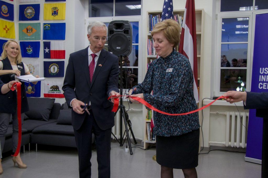 Открытие нового помещения Информационного центра США в Даугавпилсе. 22 января 2020 года. Фото: Евгений Ратков