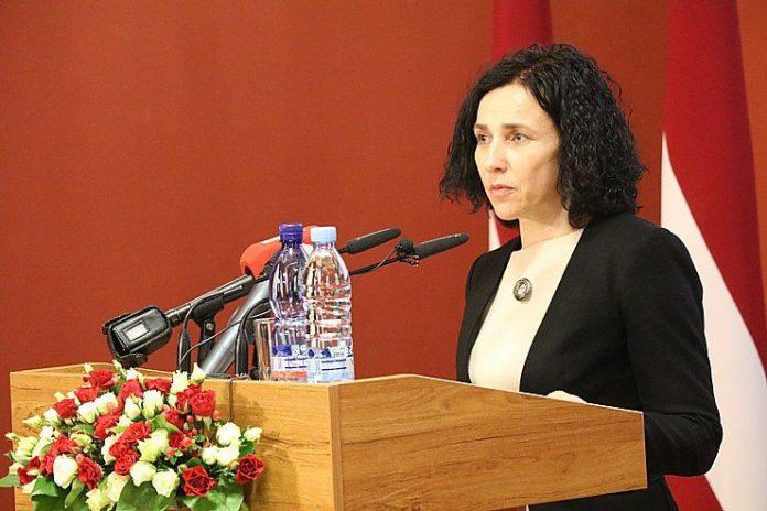 Министр образования Илга Шуплинска. Фото с личной страницы на фейсбуке