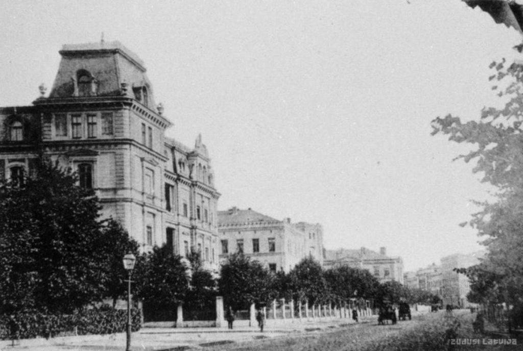 Рига, Бульвар Тотлебена, 1890-ые годы. В 20-30-ые годы 20 века здесь было посольство СССР, а с 90-х годов - посольство России. Фото: zudusilatvija.lv