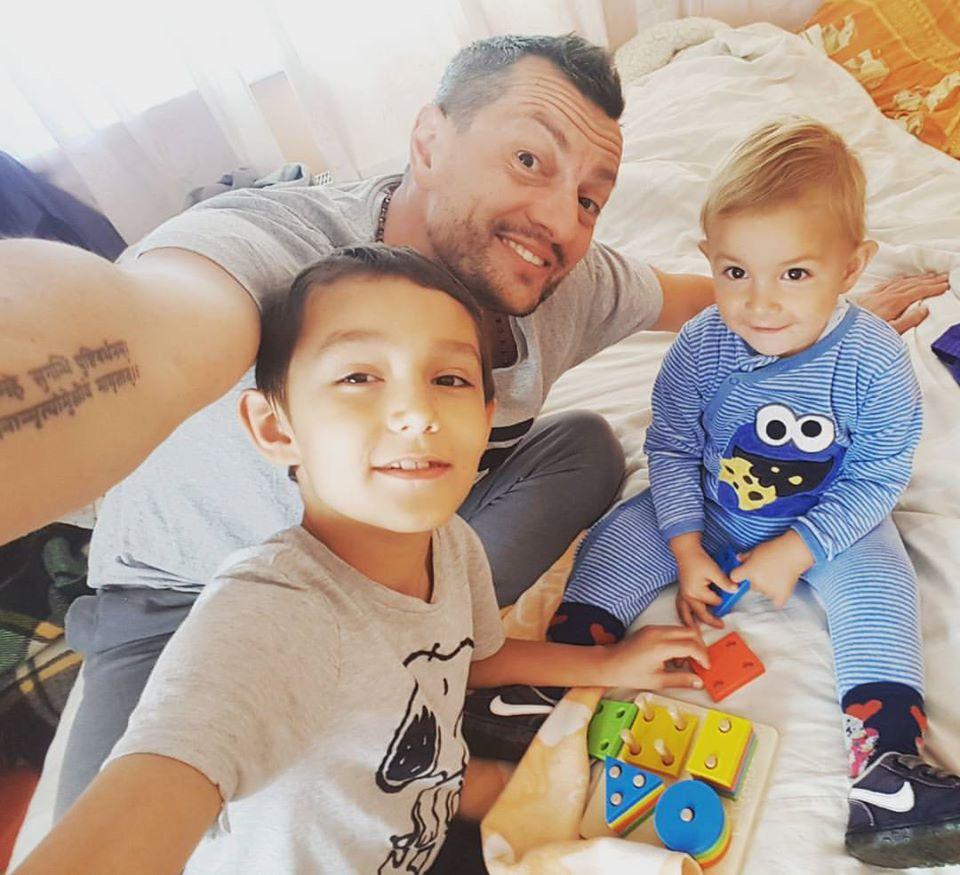 Виктор Авраменко с сыновьями. Фото из личного архива