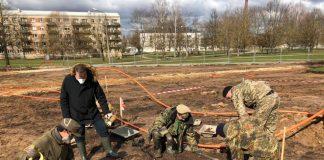 В городском парке Резекне обнаружены останки солдат. Апрель, 2020 года. Фото предоставлено генкольсунством России