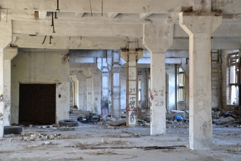 Здание бывшего Даугавпилсского мебельного комбината (Сигулдас, 6Б). 24 апреля 2020 года. Фото: Елена Иванцова